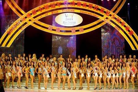 120 peserta dari seluruh dunia memperebutkan gelar Miss bikini ini