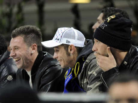 Antonio Cassano, Valentino Rossi and Marco Materazzi find somethign to smile about as they watch Inter's clash with Liverpool.