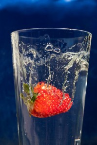 cup,strawberry,water-befd92f4a7007d2a6221057377f07246_h