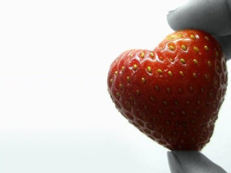 food,fruit,heart,strawberry,colorful,red-d36094d3b628481d6898765c7908477f_h