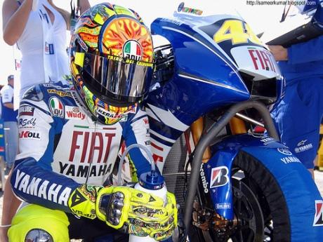 Valentino_Rossi_Dan_Yamaha